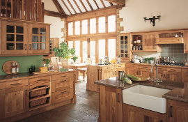 This natural oak kitchen with its warm rustic appeal oozes character and is a picture-perfect choice for a traditional country home.